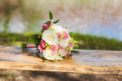 Ramo de la boda de rosas blancas Foto de archivo libre de regalías