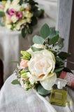 Ramo de la boda de rosas poner crema en textura del paño de la lona Imagen de archivo libre de regalías
