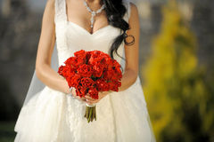 Ramo de la boda de rosas rojas Imagenes de archivo