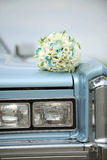 Ramo de la boda en el coche Foto de archivo