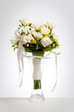 Ramo de la boda en florero Fotos de archivo libres de regalías