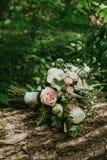 ramo de la boda en la mano de una novia Fotografía de archivo libre de regalías