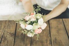 Ramo de la boda en manos Fotografía de archivo libre de regalías