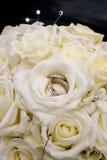Ramo de la boda y anillos de bodas foto de archivo libre de regalías