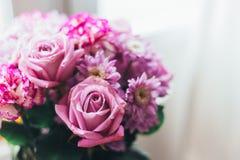 Ramo de la lila del rosa del primer, flores - rosas, gerberas fotografía de archivo libre de regalías