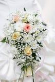Ramo de la novia de rosas cremosas Foto de archivo libre de regalías