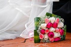 Ramo de la novia en suelo Fotos de archivo libres de regalías