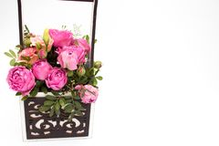 Ramo de las flores en una caja, Booker de las rosas para el día de madre Rose en una caja de regalo Flores el 8 de marzo Día feli imagenes de archivo