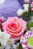 Ramo de las rosas del primer Imagenes de archivo