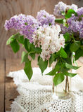 Ramo de lila en un florero. Imágenes de archivo libres de regalías