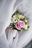 Ramo de lujo de la boda El concepto de boda y de amor accesorios para apenas el primer casado de la ceremonia Flores frescas Fotos de archivo libres de regalías