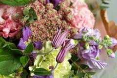 Ramo de lujo de la boda El concepto de boda y de amor accesorios para apenas el primer casado de la ceremonia Flores frescas Imágenes de archivo libres de regalías
