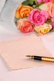 Ramo de rosas imagenes de archivo