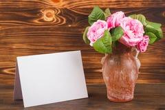 Ramo de rosas de té rosas claras Imágenes de archivo libres de regalías