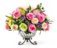 Ramo de rosas en el florero de cristal Imagen de archivo libre de regalías
