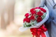 Ramo de rosas en su día de boda Fotos de archivo