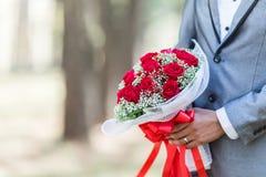Ramo de rosas en su día de boda Fotografía de archivo libre de regalías