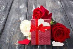 Ramo de rosas rojas imagenes de archivo