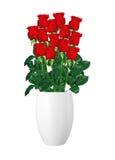 Ramo de rosas rojas en el primer blanco del florero aislado en blanco Fotografía de archivo libre de regalías