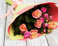 Ramo de rosas rosadas Fotos de archivo