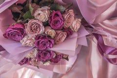 Ramo de rosas rosadas y de la lila Imagen de archivo