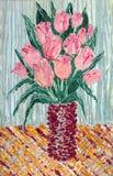 Ramo de tulipanes rosados delicados en un florero Foto de archivo
