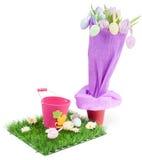 Ramo de tulipanes y de los huevos de Pascua Foto de archivo libre de regalías