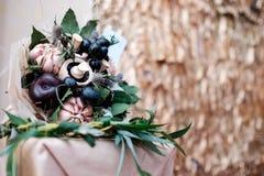 Ramo de verduras, de frutas y de setas Imagen de archivo libre de regalías