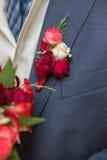 Ramo de Wwedding en mano del novio Fotos de archivo libres de regalías