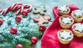 Ramo decorato dell'albero di Natale con la pasticceria di festa Fotografia Stock Libera da Diritti