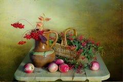 Ramo del otoño en un fondo colorido Fotografía de archivo libre de regalías