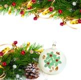 Ramo dell'albero di Natale con la sfera tortuosa e d'annata dell'oro Fotografia Stock Libera da Diritti