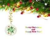 Ramo dell'albero di Natale con la sfera tortuosa e d'annata dell'oro Immagine Stock