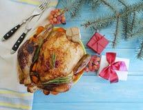 Ramo della cena dell'albero di Natale del pollo su un fondo di legno Fotografie Stock
