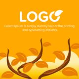Ramo di albero con le foglie arancio, fondo del cielo Immagini Stock Libere da Diritti
