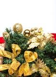 Ramo di albero dell'abete con le stelle ed i fiocchi di neve delle bagattelle Fotografie Stock Libere da Diritti