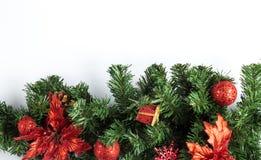 Ramo di albero dell'abete con le stelle ed i fiocchi di neve delle bagattelle Immagini Stock Libere da Diritti