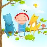 Ramo di albero di seduta di infanzia animale degli amici del bambino in cielo Fotografie Stock Libere da Diritti