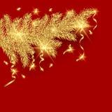 Ramo e serpentina dorati dell'albero di Natale su un fondo rosso Fotografia Stock Libera da Diritti