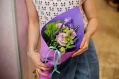 Ramo elegante y simple de flores hermosas Fotos de archivo libres de regalías