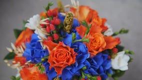Imágenes Comunes Del Rosas Rojas Y Flores Azules Los Derechos De