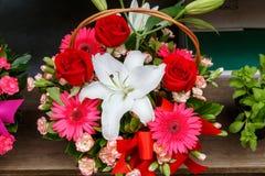 Ramo hermoso de flores para el día de tarjetas del día de San Valentín Fotos de archivo