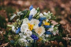 Ramo hermoso de la boda de diversa flor blanca, azul, verde Imagenes de archivo