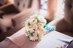 Ramo hermoso de la boda de flores coloridas, decoraciones, preparándose para la boda Foto de archivo libre de regalías