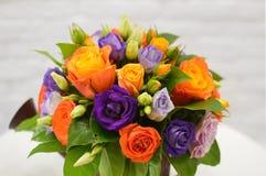 Ramo hermoso de las flores anaranjadas imágenes de archivo libres de regalías