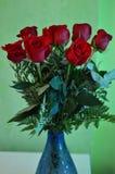Ramo hermoso del día del ` s de la tarjeta del día de San Valentín rosas rojas botánica del 14 de febrero Foto de archivo