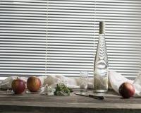 Ramo, maçãs e uma garrafa da cidra Fotos de Stock Royalty Free