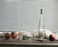 Ramo, mele e una bottiglia di sidro Fotografie Stock Libere da Diritti