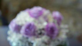 Ramo nupcial, casandose el ramo, flores, rosas, bokeh, metrajes