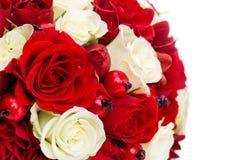 Ramo nupcial con las rosas rojas y blancas Imagen de archivo libre de regalías